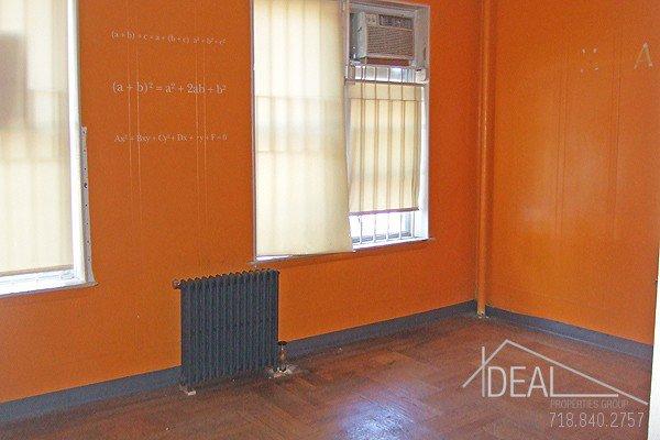 900SF Office Space in Bensonhurst 0