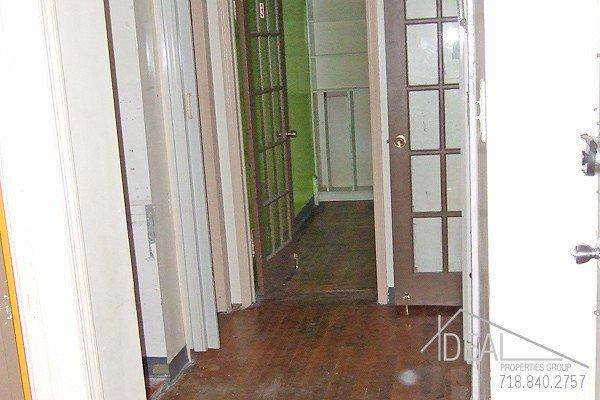 900SF Office Space in Bensonhurst 3
