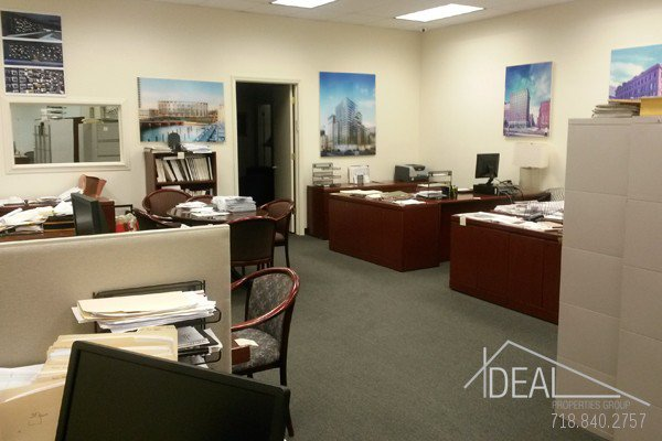 6000Sf Space in Williamsburg, Great for Medical Office! 0