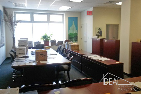 6000Sf Space in Williamsburg, Great for Medical Office! 1