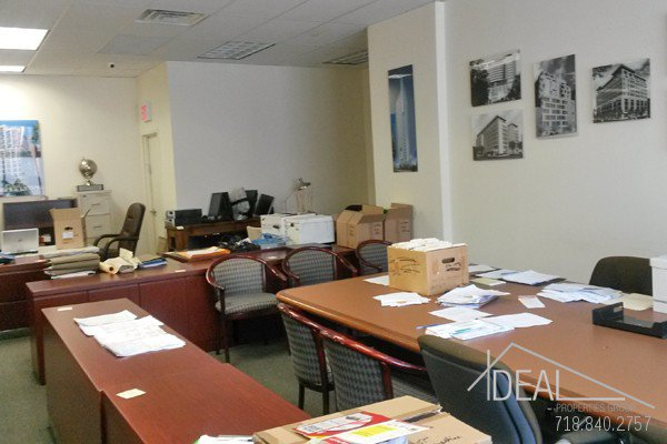 6000Sf Space in Williamsburg, Great for Medical Office! 2
