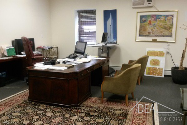 6000Sf Space in Williamsburg, Great for Medical Office! 3
