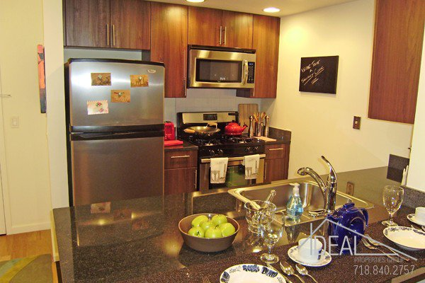Stunning, Spacious 3BR in Fort Greene Luxury Building! 2