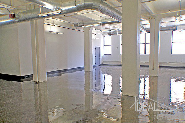 Amazing 421-rsf Storage Space in Dumbo! 0