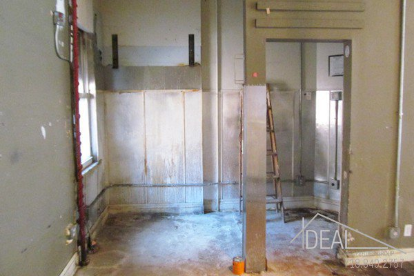 600Sf Storefront in Prospect Heights w/ Backyard! 3