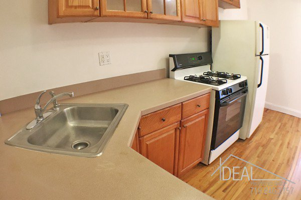 2 Bedroom 1 Bathroom Apartment for Rent in Park Slope Apartment Building! 2