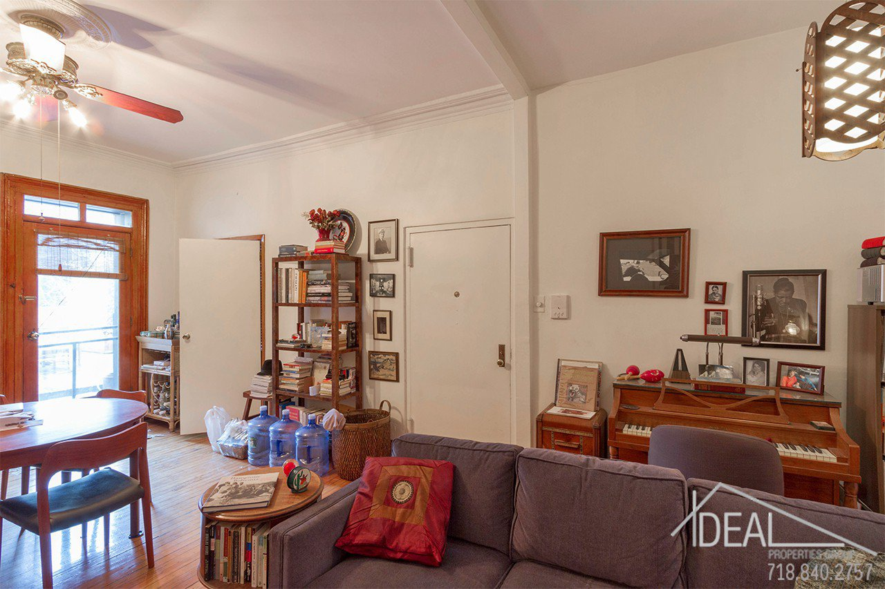 Exquisite 4-Family Townhouse for Sale in Carroll Gardens! 2